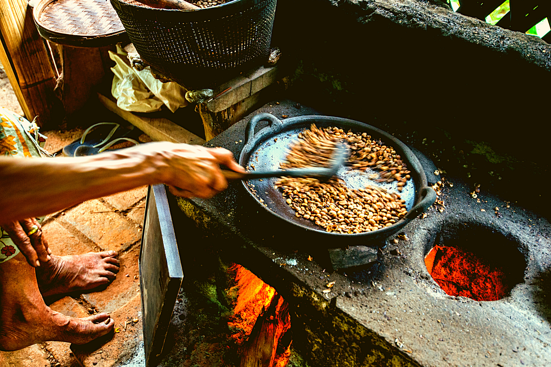 How To Roast Your Own Coffee at Home In 3 Steps